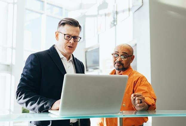 Foto laptop met mensen