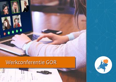 Laptop met een videocall, daarbij de tekst 'Werkconferentie GOR' en een landkaart waarop noordelijk Nederland is gehighlight.