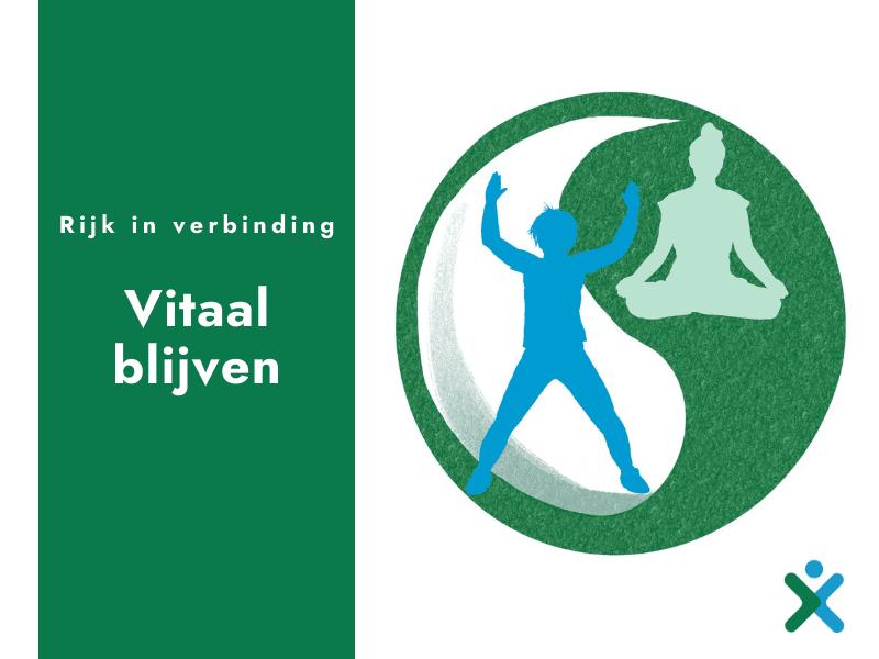 Groen vlak met tekst: Rijk in verbinding – vitaal blijven. Daarnaast een yin en yang symbool, met daarin een illustratie van een actief sportende persoon en een persoon in yogahouding.